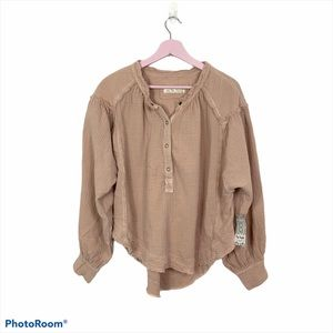 Free People clamshell be here day pullover top